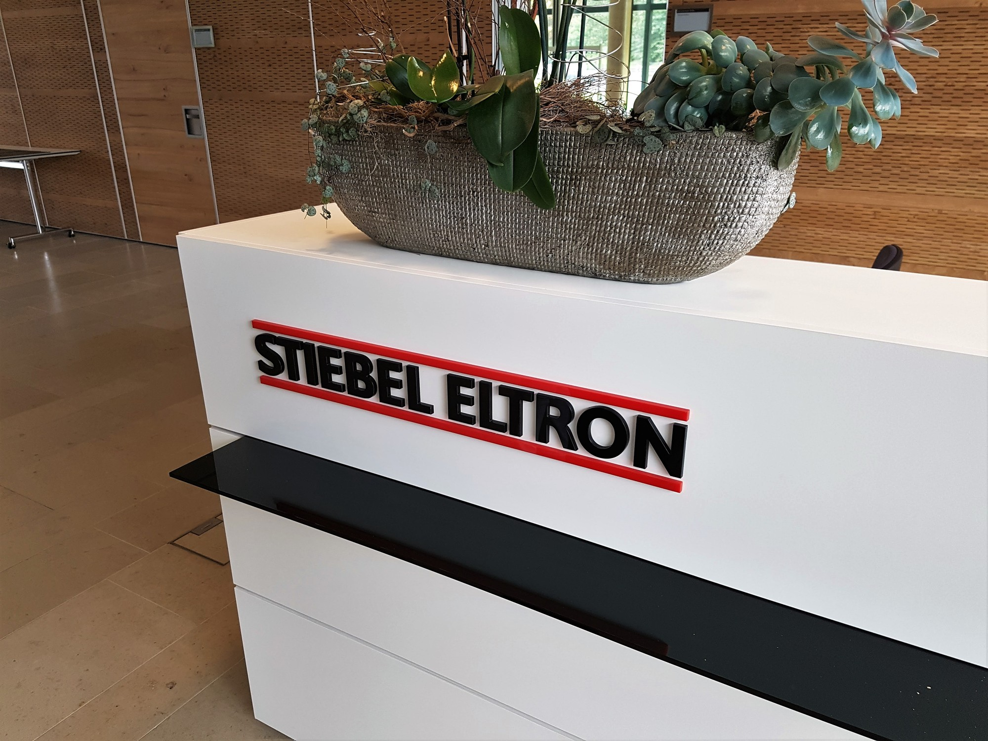 pfarrgemeinde besucht stiebel eltron st josef holzminden. Black Bedroom Furniture Sets. Home Design Ideas